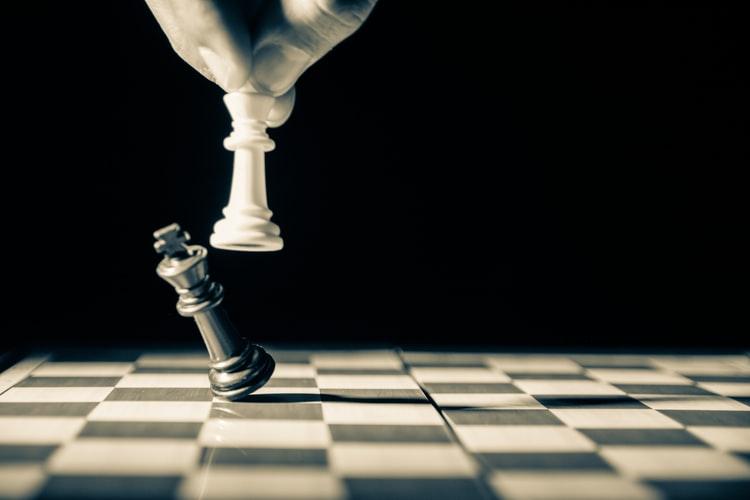 Günümüzde yükselen rekabet ve küreselleşme, stratejik yönetimin işletmelerde olan önemini arttırmıştır. Sıkça duyduğumuz stratejik yönetim nedir? İşletmelere faydası nedir?