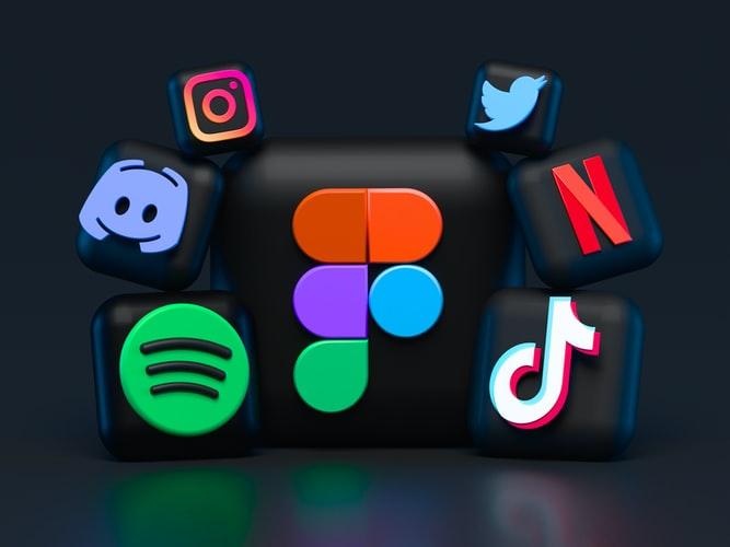 Marka ve ürün bilinci birkaç yolla arttırılabilir. Burada iletişim araçlarından faydalanılır. Pazarlama aşamasında, sosyal medyadan faydalanır çünkü günümüzde en popüler pazar sosyal medyadır.